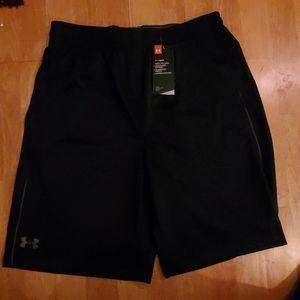 NWT Mens Under Armour headgear shorts L